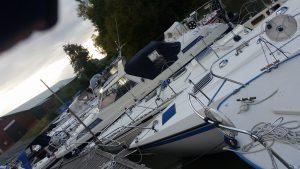 Många båtar väntar på torrsättning